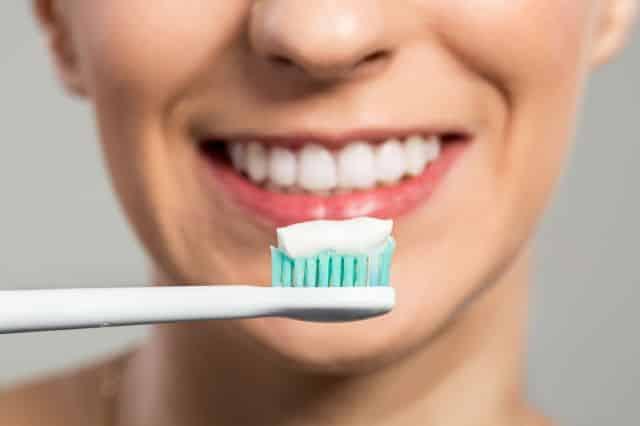 Quantidade de pasta de dente, qual é a certa na hora da escovação?