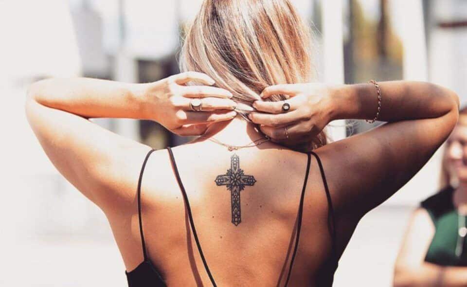 Tatuagem de cruz – Tipos, locais mais usados e significados de cada uma
