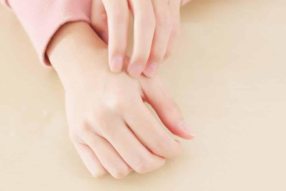 Coceira na mão - causas e tratamentos para esse incômodo