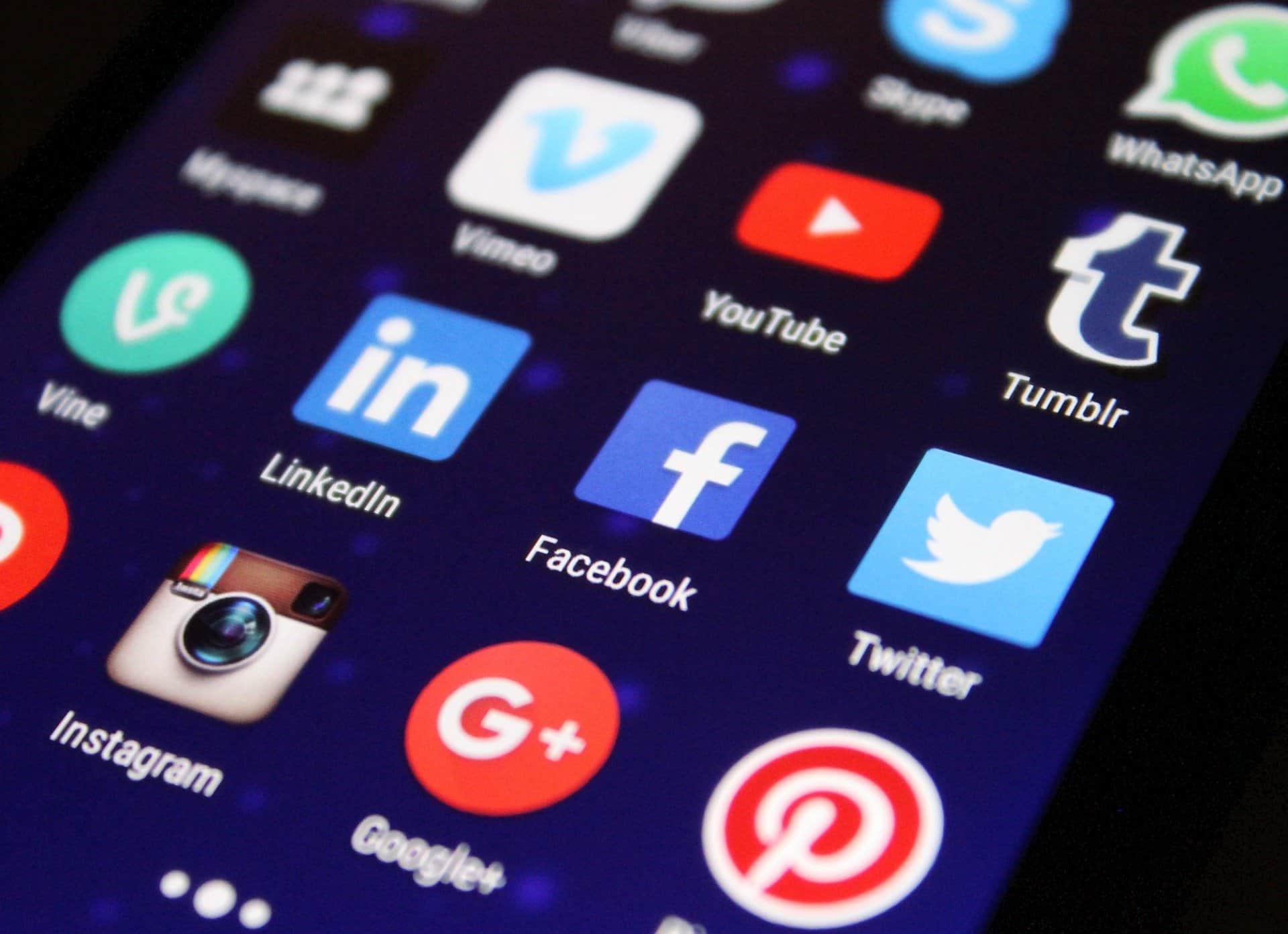 Como ver stories antigos: guia para Instagram e Facebook