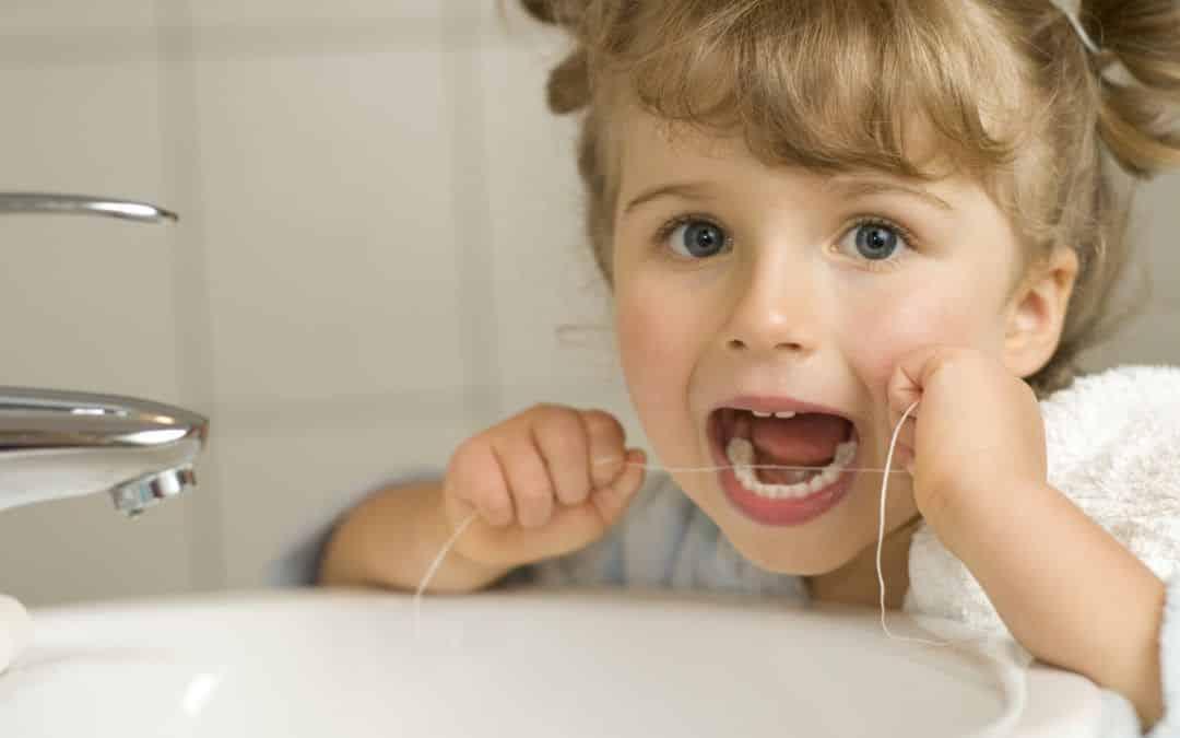 Curiosidades sobre o fio dental - verdades e mitos sobre o uso