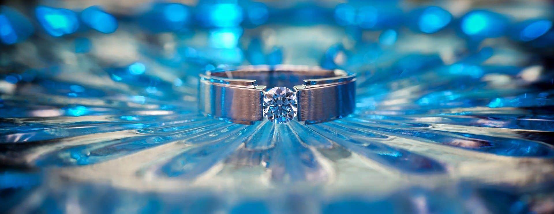 Diferença entre diamante e brilhante - aprenda a diferenciar direito