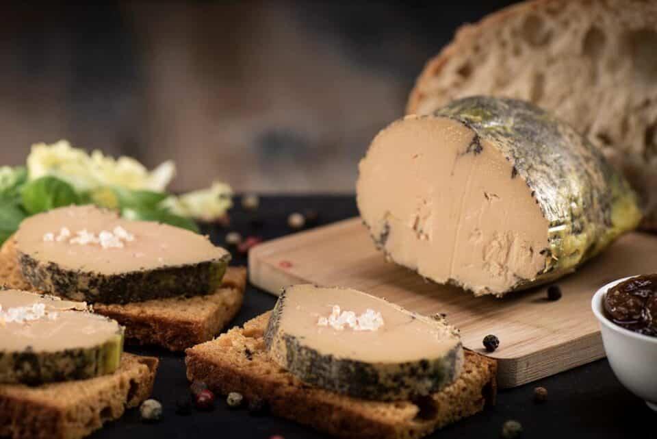 O que é foie gras? Como é feito e porque é tão polêmico