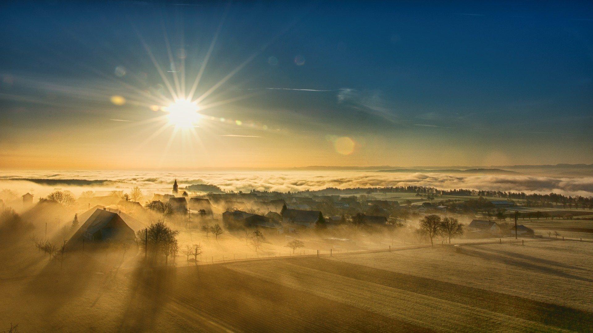 Névoa baixa, sol que racha: origem e significado da expressão