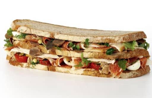 Fotografia de um sanduíche Von Essen Platinum Club Sandwich para ilustração do item