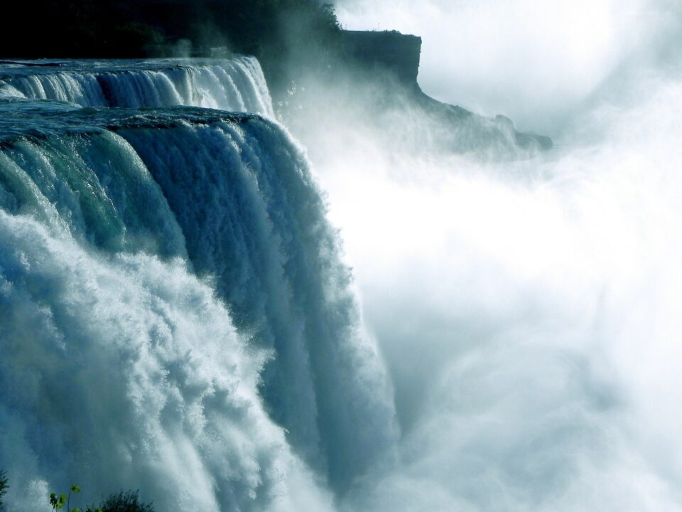 Por que cargas d'água: origem e significado da expressão