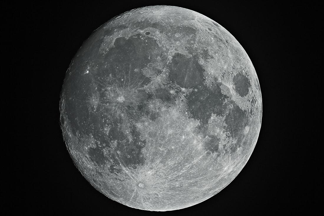 Cores da lua: as diferentes cores que pode ter e porque acontecem