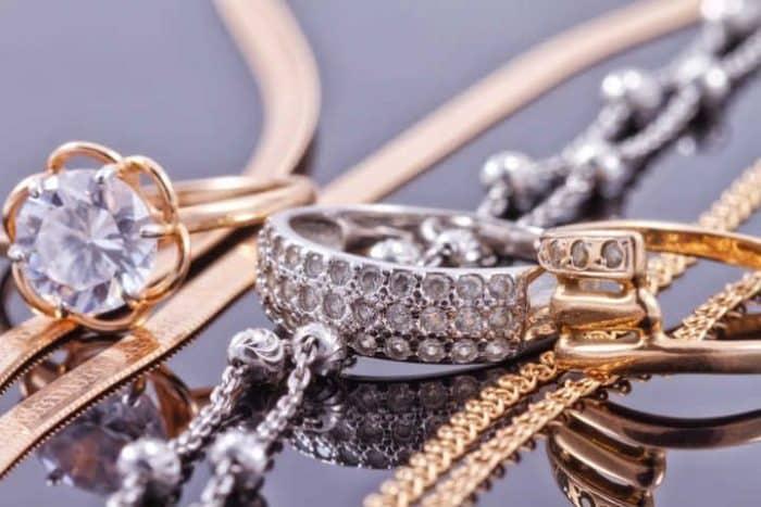 O que é ouro branco e como ele difere do ouro amarelo?